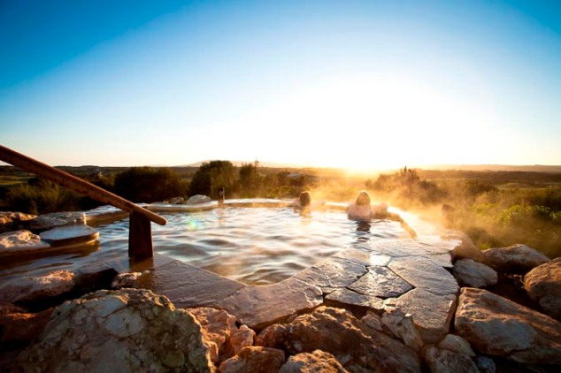 peninsula-hot-springs-hilltop-pool-sunrise-4m